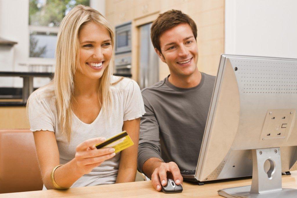 Взять деньги в долг на карту: как получить нужную сумму