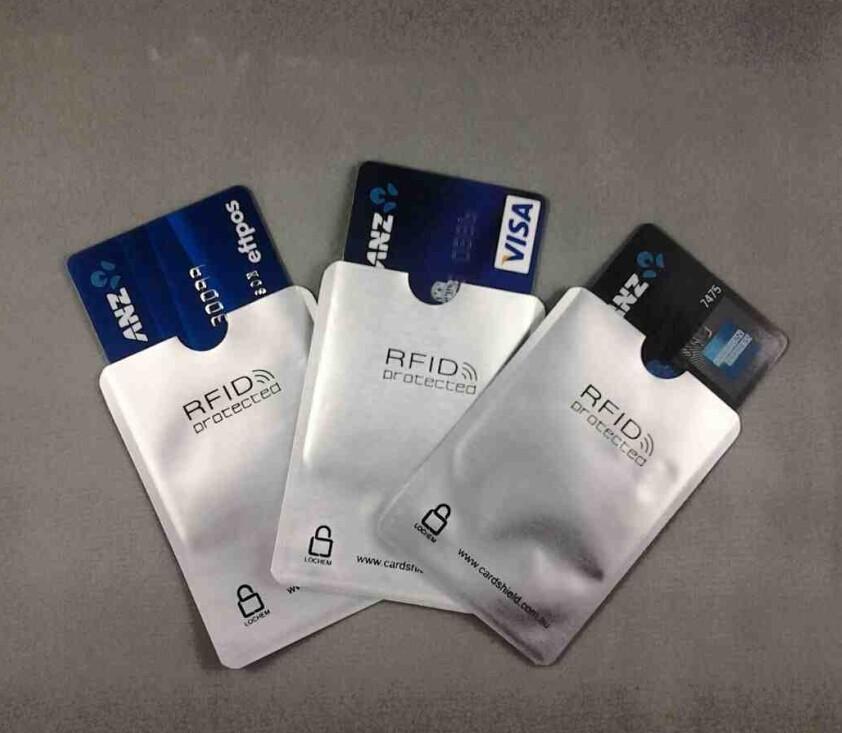 Кошелек для кредитных банковских карточек: какой должен быть?