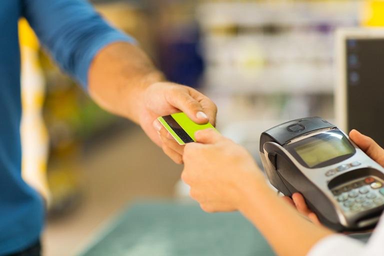 Как расплачиваться картой в магазине: не наделай ошибок!