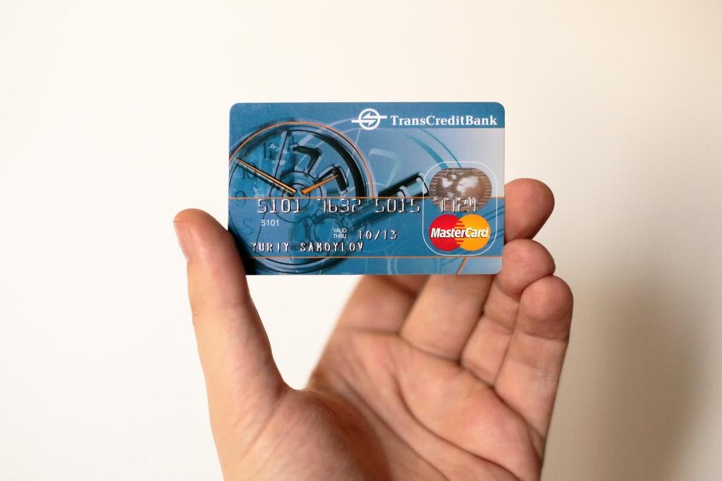 Узнать владельца по номеру карты: мифы и тайны банков