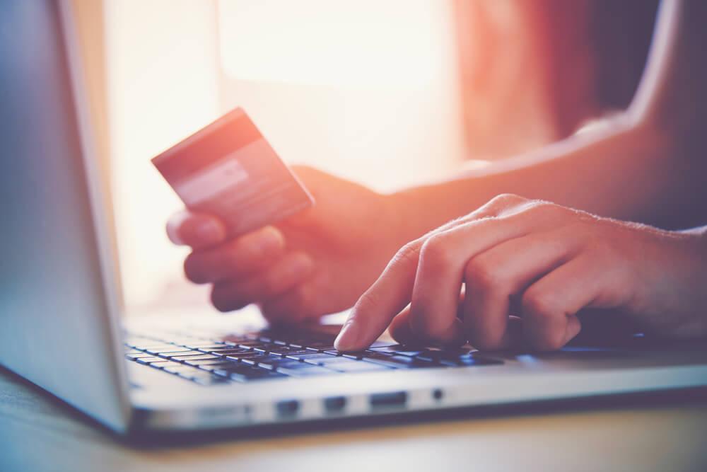 Как оплатить за электроэнергию банковской картой через интернет?