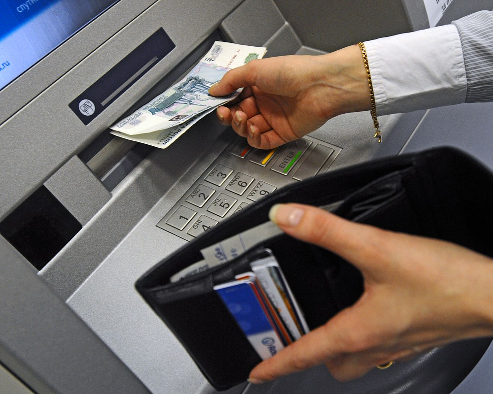 Как снять деньги с карты Сбербанка в Крыму: текущее положение